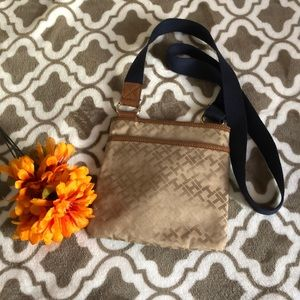 Tommy Hilfiger Bags - Tommy Hilfiger Crossbody bag in great condition